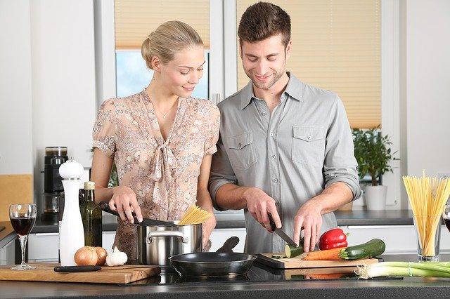 מבשלים בכיף: תוכניות רדיו בתחנת גלי ישראל ינעימו לכם את זמן הבישולים